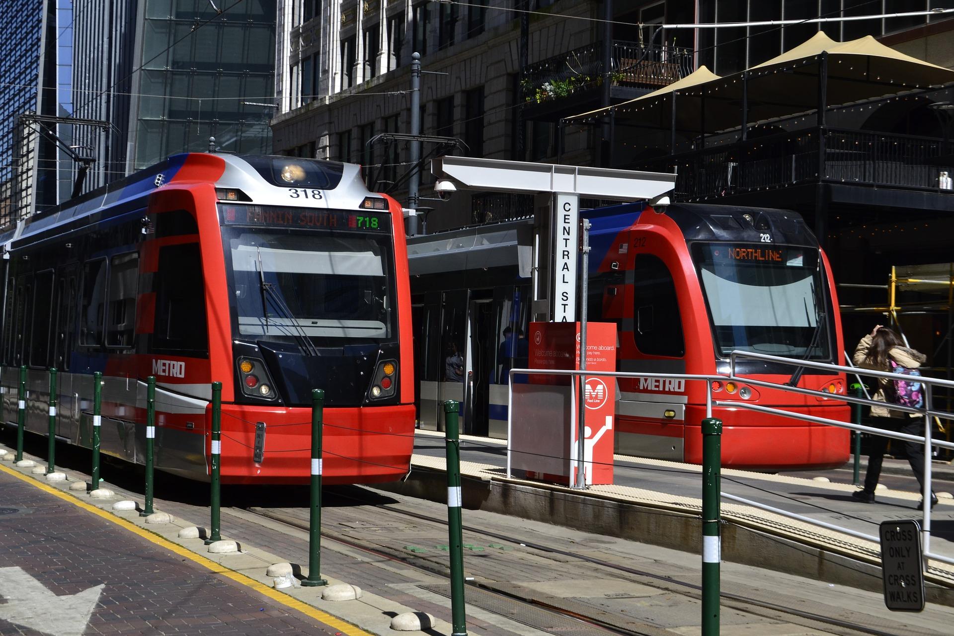 metro-3231108_1920.jpg