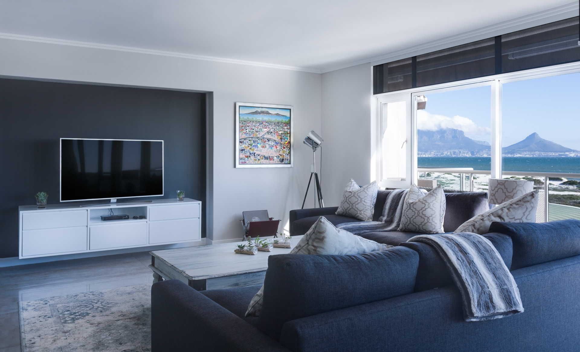 modern-minimalist-lounge-3100785.jpg